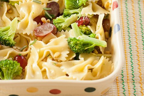 Broccolipastasalade